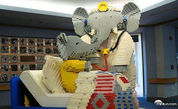 22-Esculturas-Incriveis-de-Lego1