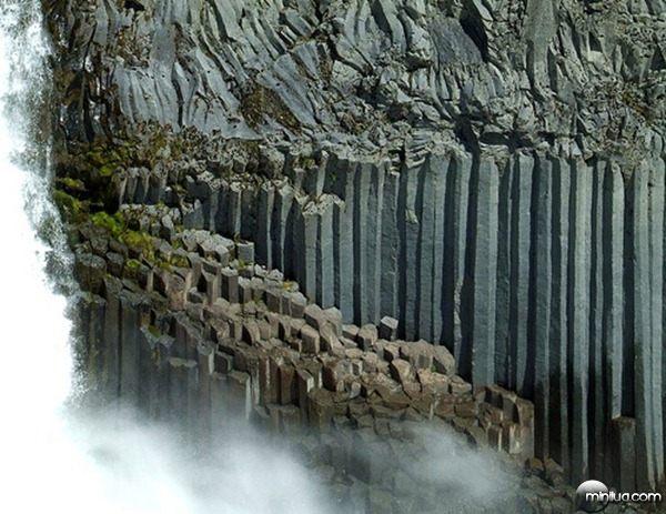 7-Columnar-Basalt-