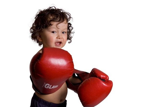 crianca-com-luvas-de-boxe-foto-anetta-shutterstock-000000000000001C
