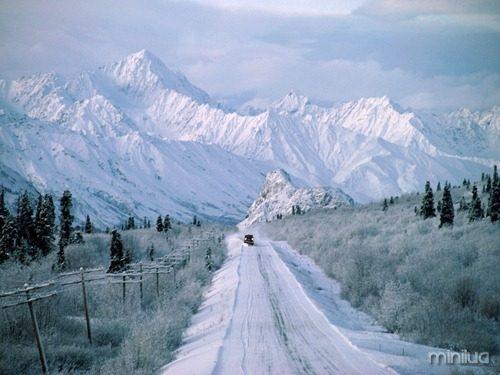 Plowing-The-Way-Alaska-1-1600x1200