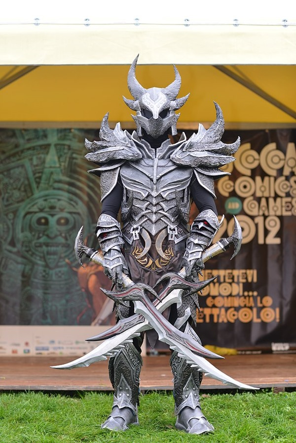 cosplay_dovahkiin_daedric_full_armor_from_skyrim_by_zerios88-d5ro4of