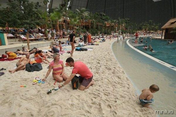 a_manmade_tropical_island_resort_640_03