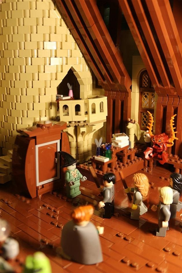 LEGO-Harry-Potter-Hogwarts-School-of-Witchcraft-and-Wizardry-6