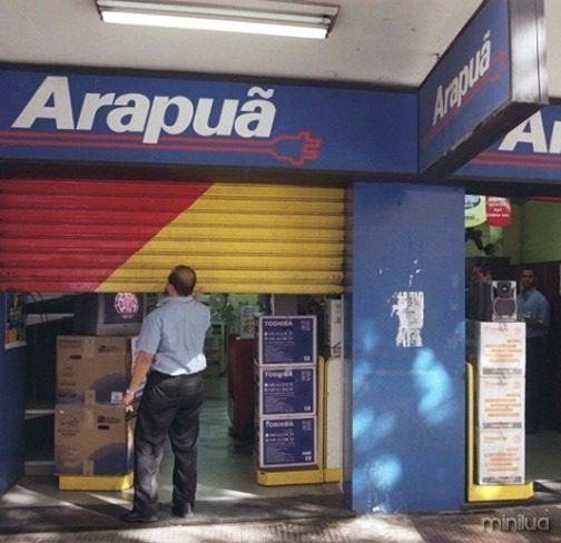 funcionario-reabre-loja-da-rede-arapua-em-belo-horizonte-a-rede-reabriu-suas-109-lojas-espalhadas-pelo-brasil-apos-liminar-suspendendo-o-pedido-de-falencia-da-arapua-1351706683251_615x470