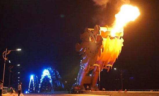 Vietnam-giant-steel-dragon-bridge-breathes-fire_4-11-2013_96215_l