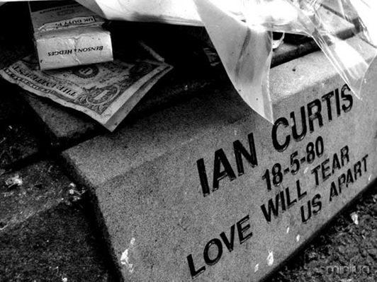 ian-curtis-2