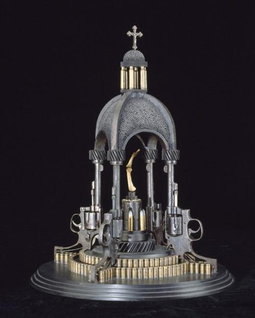 Esculturas-Incríveis-Feitas-Com-Armas-e-Munições-Foto-7