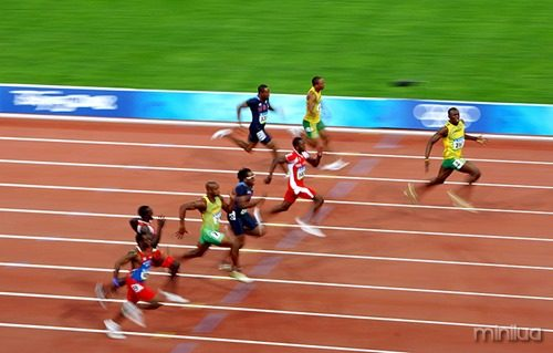 Usain-Bolt-celebrates-007