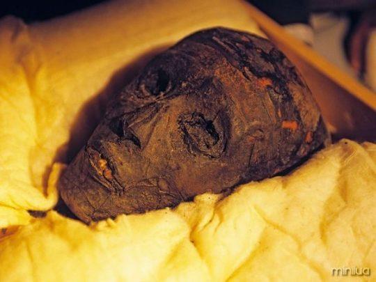 history-king-tut-mummy_24742_600x450