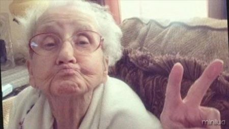 old-people-taking-selfies-6