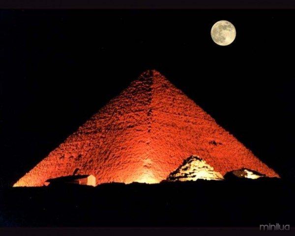 www.mmdtkw.org-PyramidCheopsFullMoon