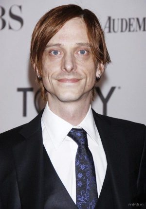 mackenzie-crook-65th-annual-tony-awards-01