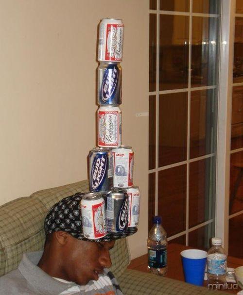 latas de cerveja balanceamento