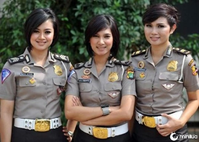 beautiful-female-police-officers1