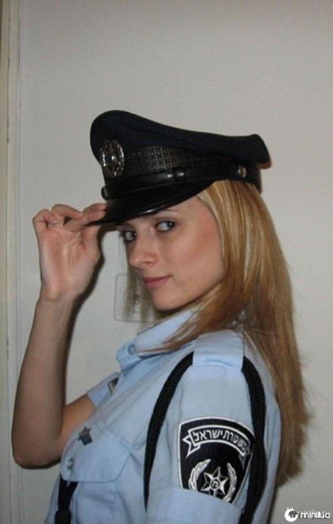 beautiful-female-police-officers15