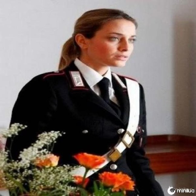 beautiful-female-police-officers18