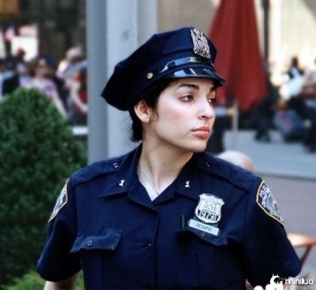 beautiful-female-police-officers9