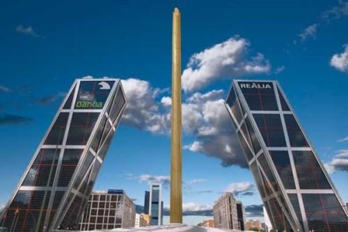 las-torres-kio-en-el-paseo-de-la-castellana-fueron-las-primeras-torres-gemelas-inclinadas-y-simetricas-del-mundo_galeria_principal_size2