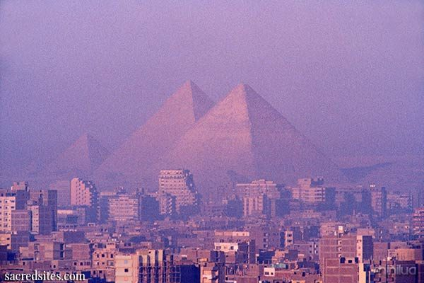 great_pyramid_at_dawn_600
