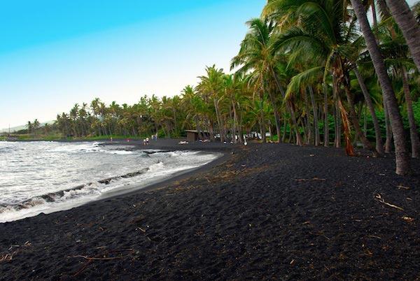 a99592_shutterstock_98384228-Punaluu Black Sand Beach_1