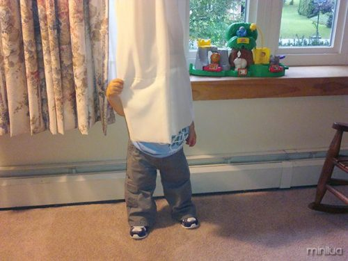 funny-kids-playing-hide-and-seek-48__605