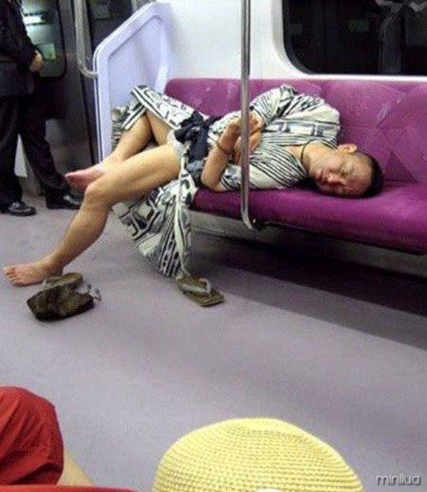 people-sleeping-everywhere (32)