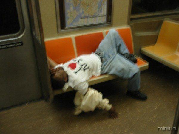 people-sleeping-everywhere (43)