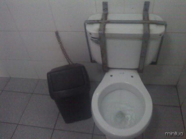 casa de banho com fita
