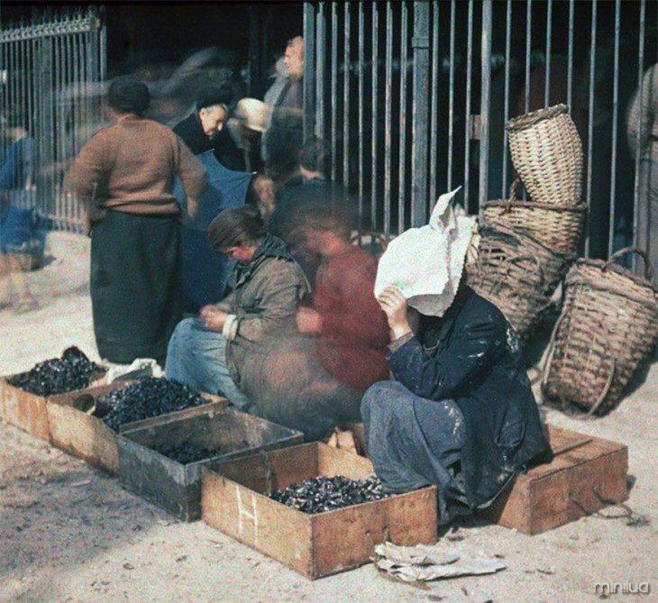 vendedores ambulantes nas ruas de Paris no início do século XX