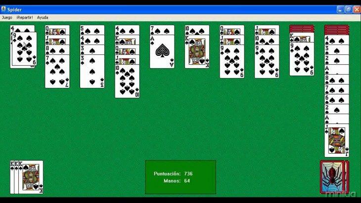 Captura de pantalla de una persona jugando solitario spider