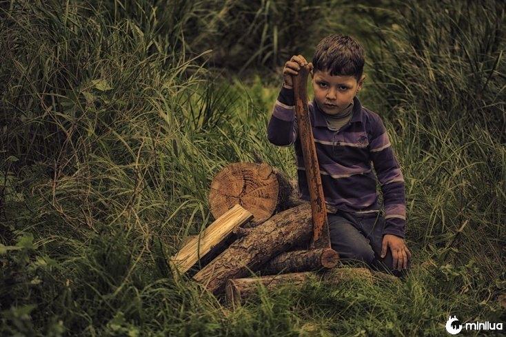 cortar madeira criança