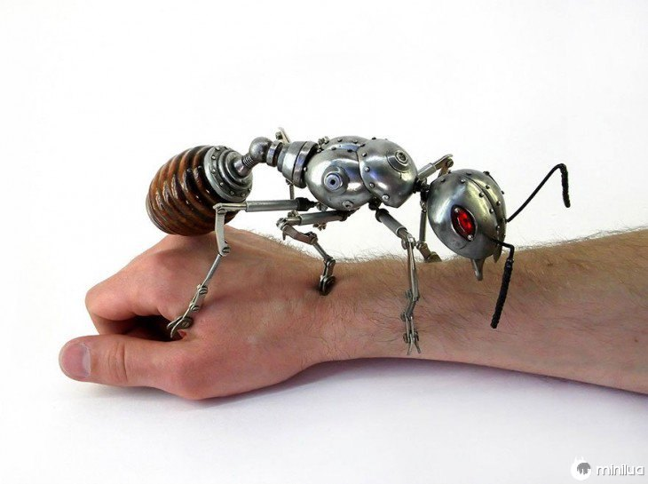 formiga feito de lixo Igor Verniy