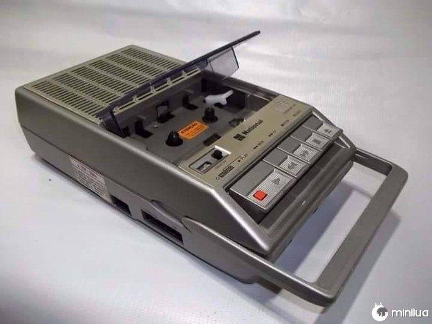 """Este gravador de fita cassete """"portátil"""" era chique demais."""