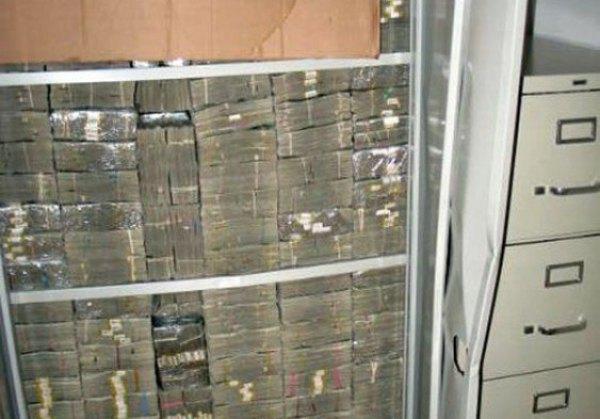 dinheiro encontrado na casa dos Templários embutido na parede