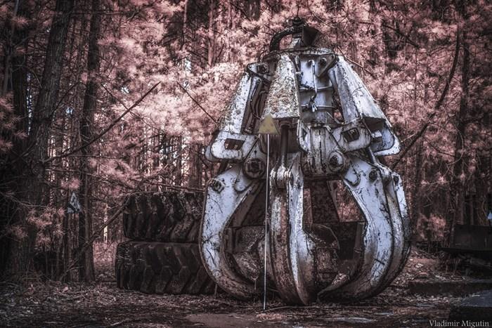 O balde (peça de máquina) que foi usado para limpar o telhado do reator falido após a precipitação, a zona de exclusão de Chernobyl