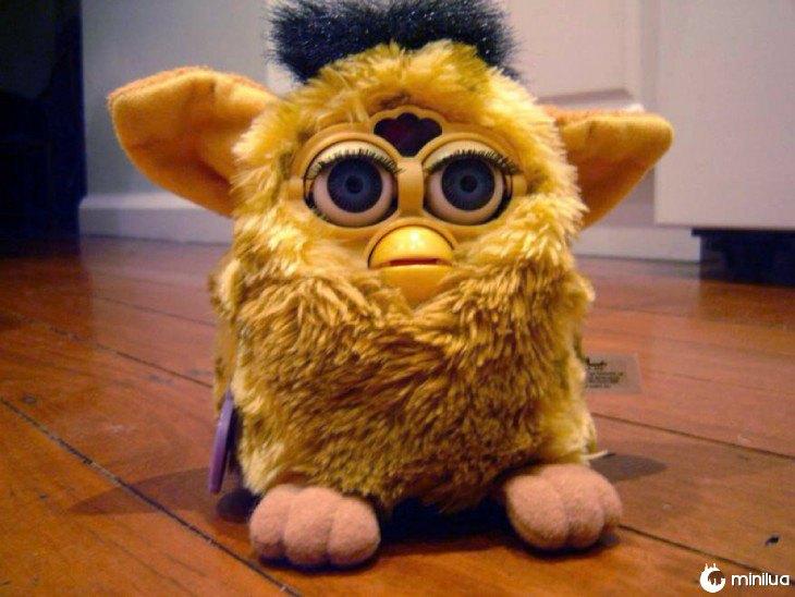 Furby amarelo com preto