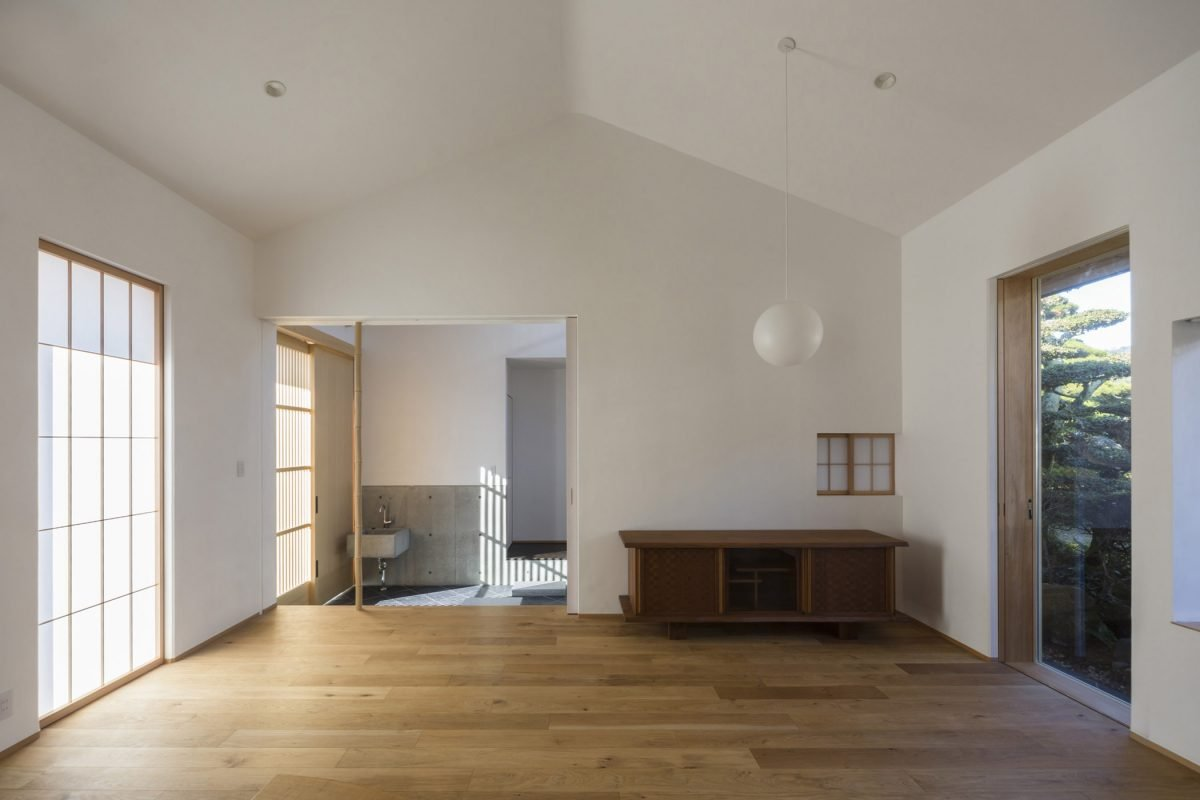 A Weekend House Fusing Modern And Traditional Japanese