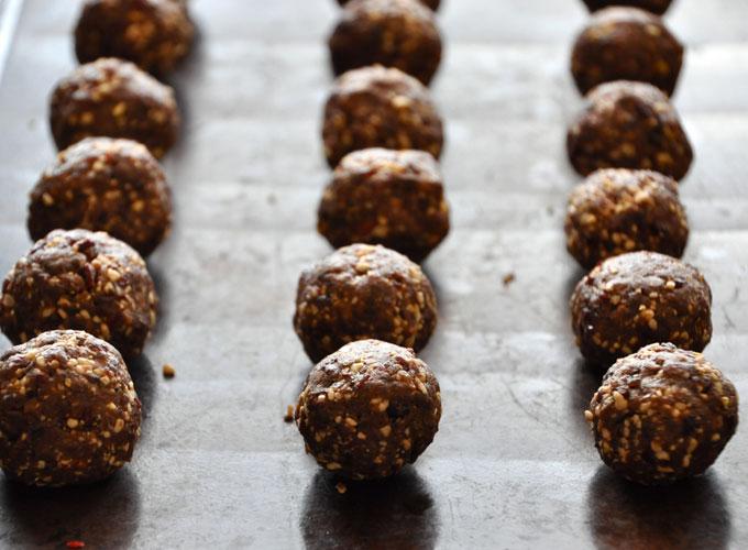 Raw mint chocolate cookie balls