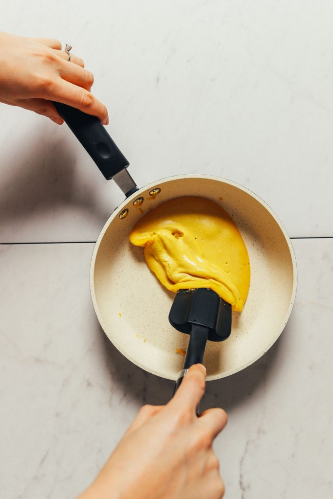 Fluffy Vegan Scrambled Eggs
