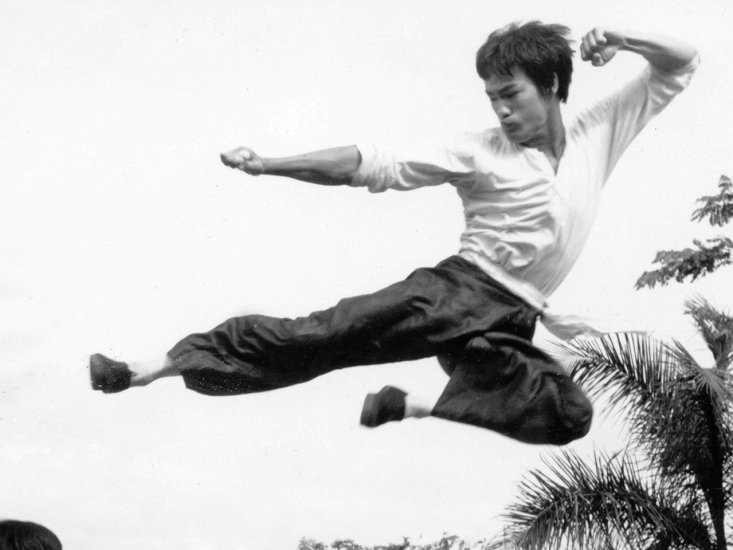 bruce lee calcio volante