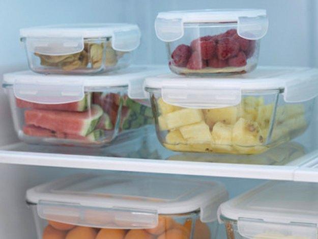 Glasburkar istället för plast för förvaring av mat.