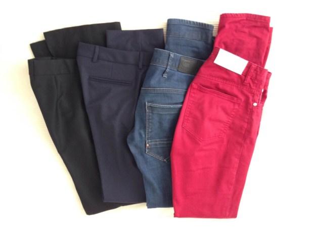 Två par kostymbyxor och två par jeans fler byxor än så behövs inte.