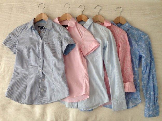 Tre långärmade och två kortärmade skjortor