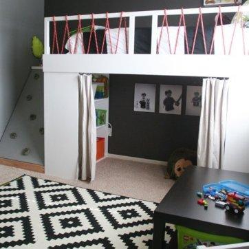 Puedes ser creativo y divertirte con la forma en que es capaz de acceder a tu cama alta, una vez que está construido. ¿Por qué no una escalera de cuerda? O una pared de roca?