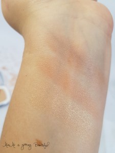 loreal-highlighter-golden-glow-puder-swatch