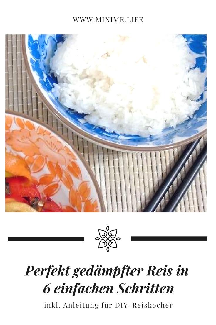 Gedämpfter Reis in einer Schale mit Eßstäbchen