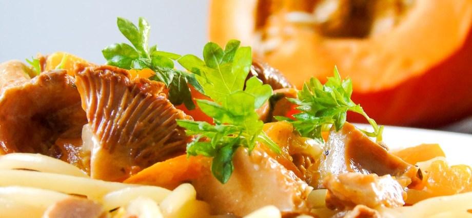 Spaghetti mit Kürbis, Pfifferlingen und Petersilie