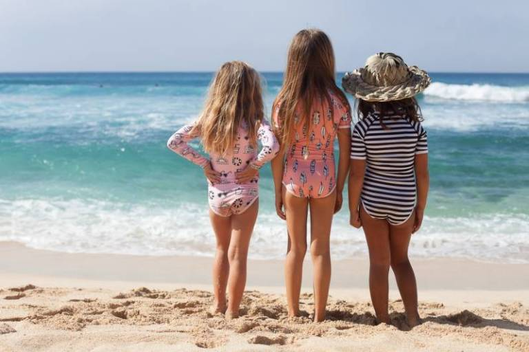 beach-bandits-uv-badpak-flamingo-feather