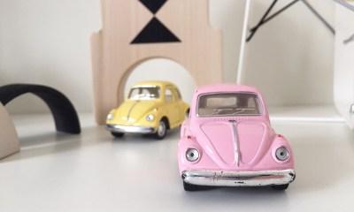 speelgoedauto favoriet vw classic beetle roze metaal