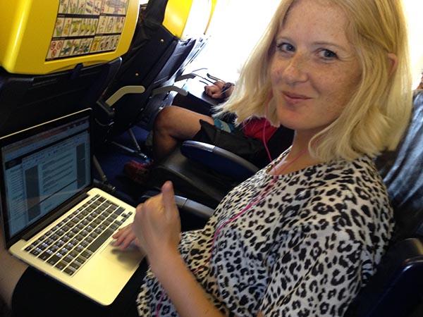 schrijven vanuit het vliegtuig werken reizen ondernemer